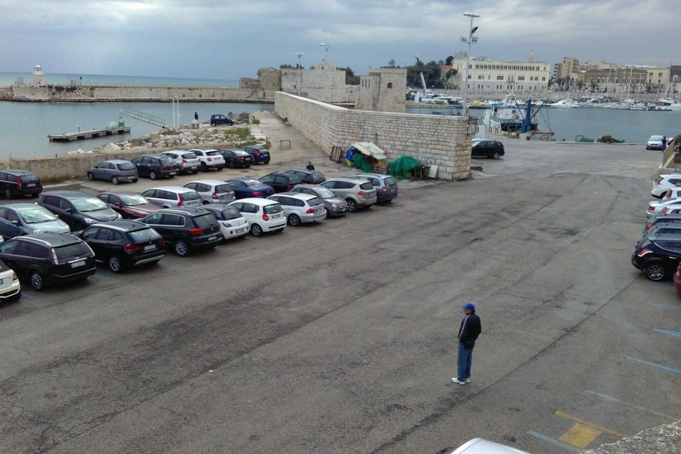 parcheggiatore abusivo a Porta Vassalla