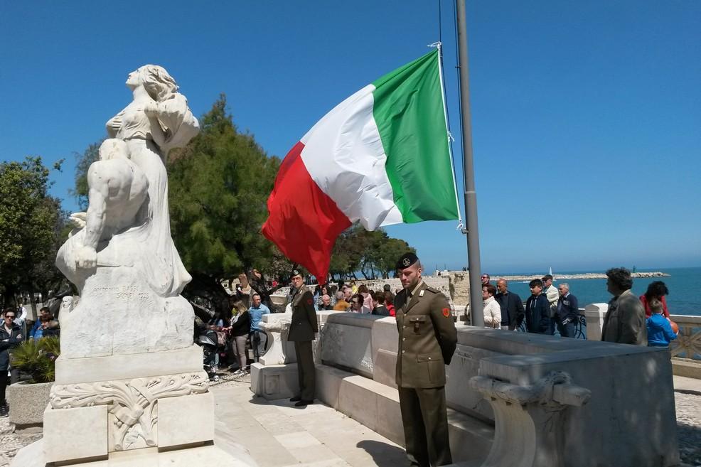 Liberazione d'Italia, in Villa l'alzabandiera e l'onore ai caduti