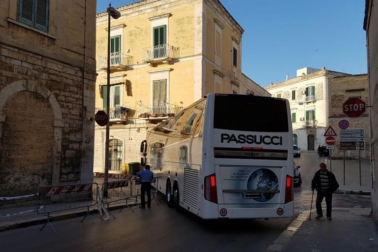 Autobus e centro storico: l'Odissea continua
