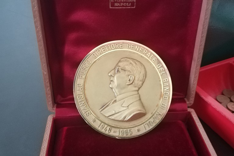 medaglia d'oro con la effigie di Stanislao Fusco