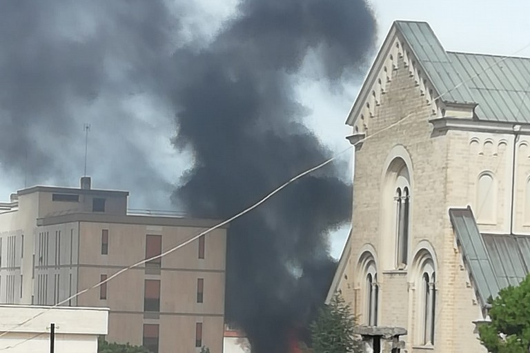 Incendio a Bisceglie