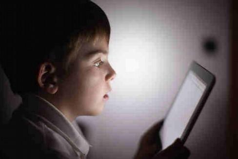 Internet, bambino, schermo