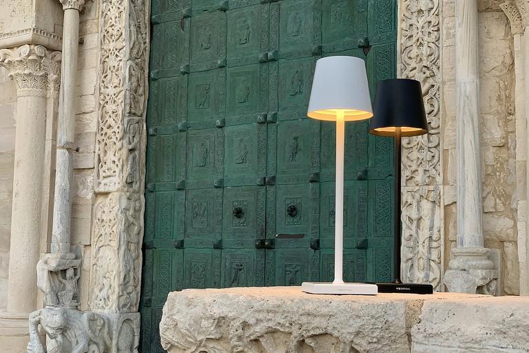 La lampada Stilosa fotografata a Trani