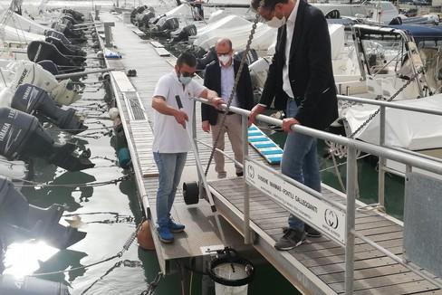 Porto, raccoglitori di rifiuti galleggianti: interviste