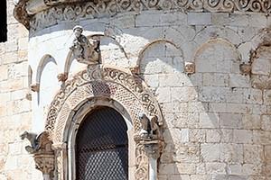 chiesa ognissanti trani dettaglio abside