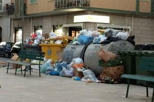 Cumuli di rifiuti in Piazza Cittadella