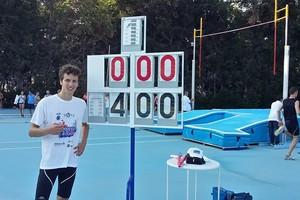 Francesco Bove supera l'asticella di 4 metri