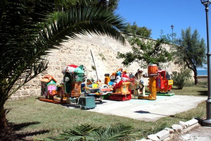 Giostrine nella villa comunale di Trani