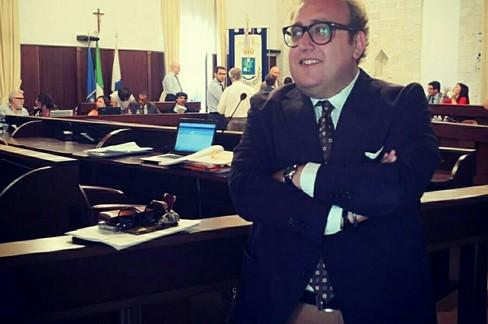 Verde pubblico e manutenzione degli immobili: video denuncia del consigliere Raimondo Lima