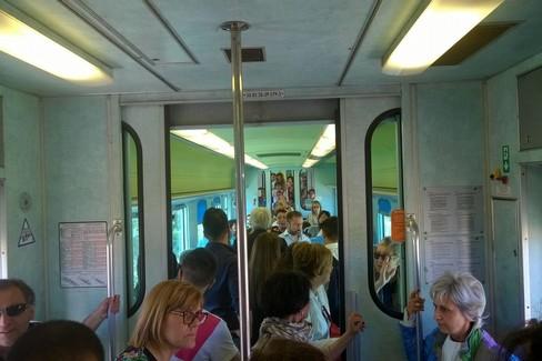 Piove nel treno regionale Barletta-Bari