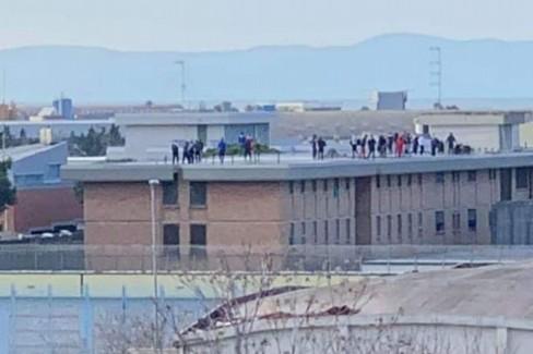 Protesta nel carcere di Trani: diretta Facebook
