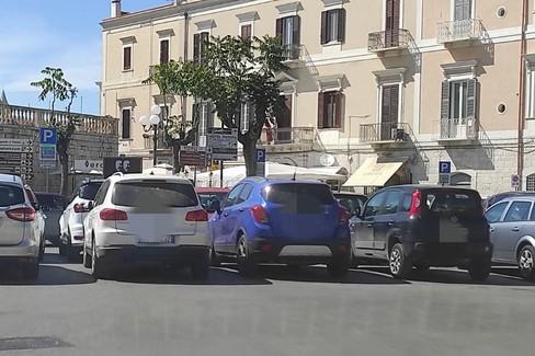 Traffico in tilt nel fine settimana, le soluzioni del sindaco