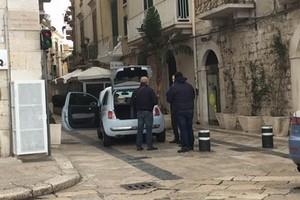 tenta il furto di una Fiat 500 in zona Porto