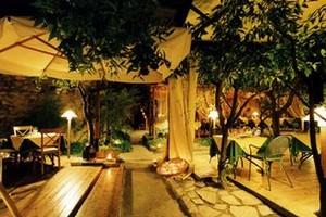 Trani: Corteinfiore, arriva la notte delle bollicine dorate