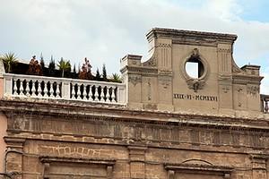 Palazzo Vischi, abusivismo edilizio