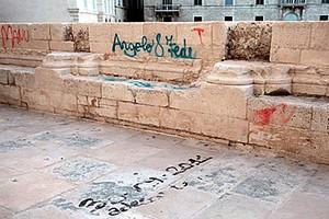 Nuove scritte sulla cattedrale di Trani