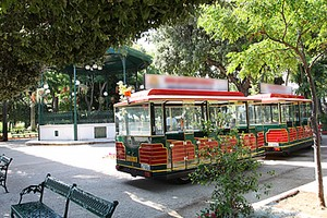 Trenino nella villa comunale di Trani
