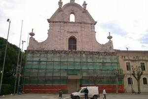 Pulizia e manutenzione per la facciata di San Domenico