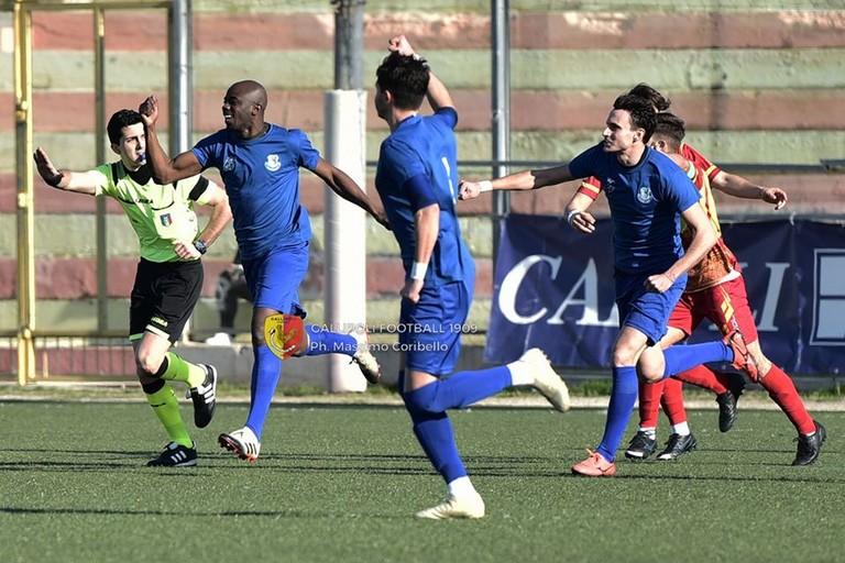 Moussa esulta dopo goal a Gallipoli. <span>Foto Coribello</span>
