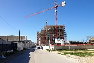 Il palazzo in costruzione nell'ex area macello