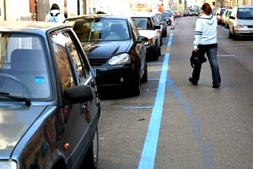 Parcheggi a strisce blu