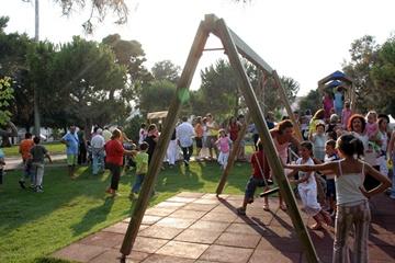 Parco giochi nella villa comunale di Trani