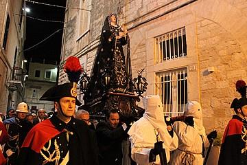 Trani, venerdì santo - processione della Madonna Addolorata