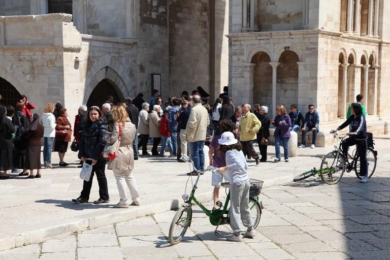 Turisti a Trani