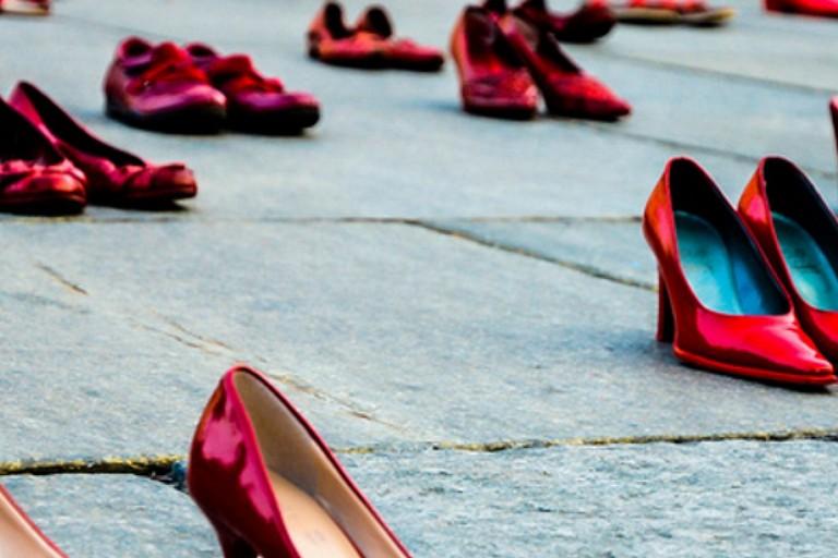 Violenza sulle donne, scarpe rosse
