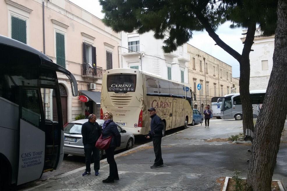 Caos bus in piazza Gradenico, ma non si salva nemmeno piazza Plebiscito