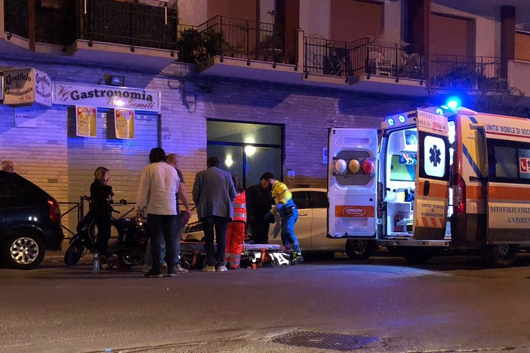 Incidente all'incrocio di corso Imbriani e via De Robertis, un ferito