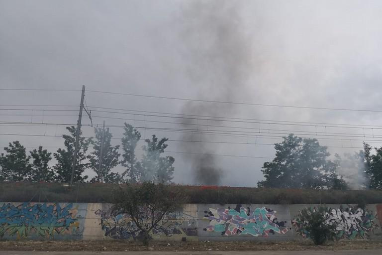 Incendio vicino la ferrovia