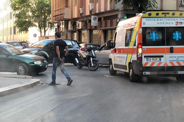 Auto contro moto in via Imbriani