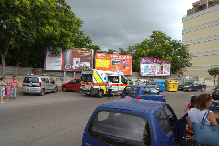 Auto contro auto in via Falcone