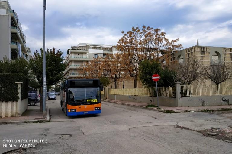 Circolare davanti scuola Fabiano