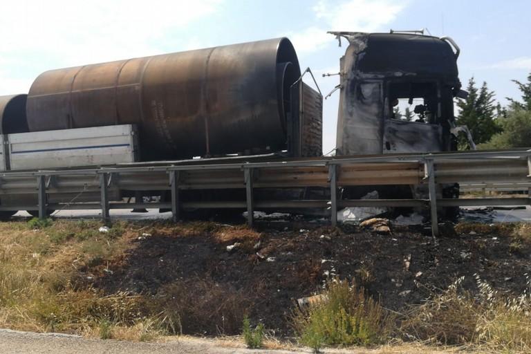 Autocarro bruciato